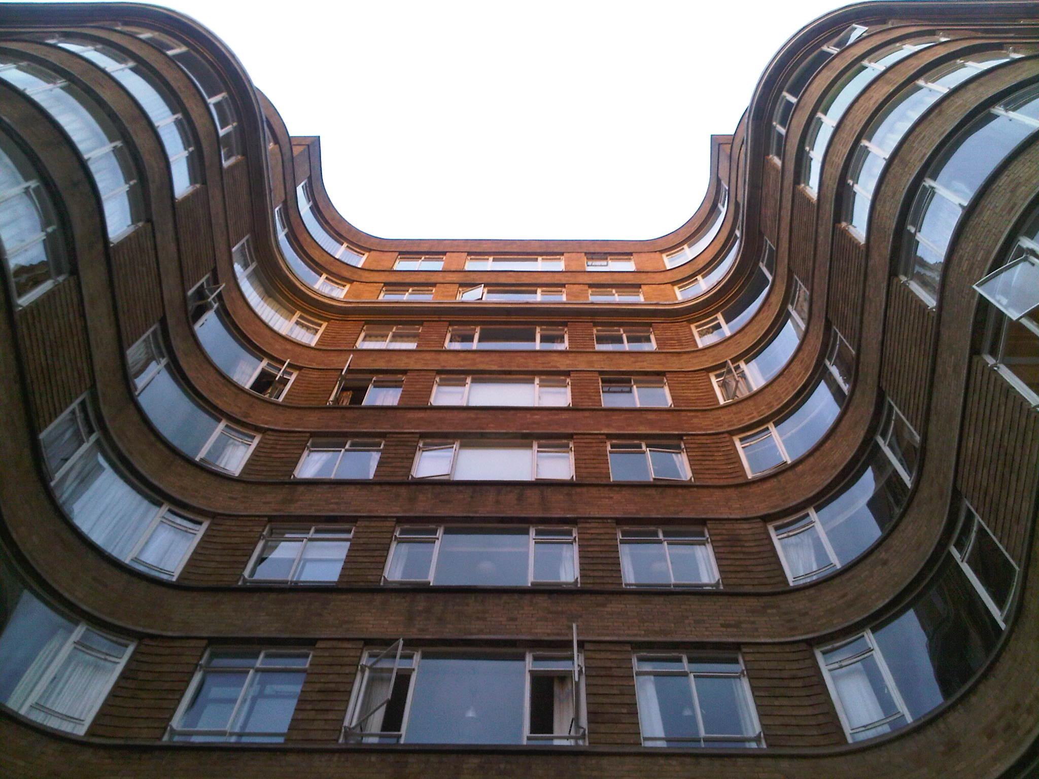 Florin_Court_courved_facade